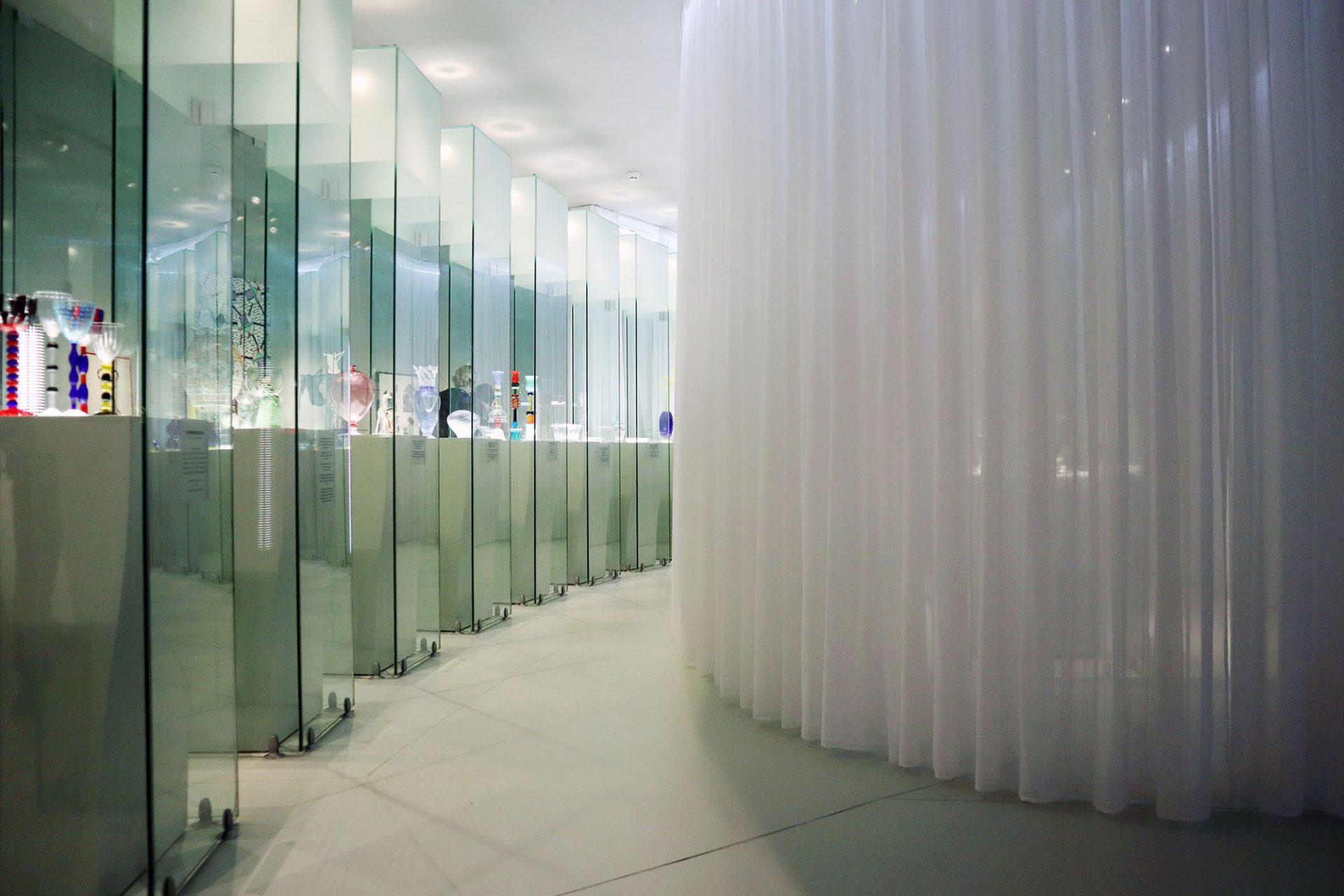 Groninger Museum. Der französische Designer Philippe Starck entwarf den Pavillon für Kunsthandwerk, unterstützt vom Groninger Künstler Albert Geertjes.