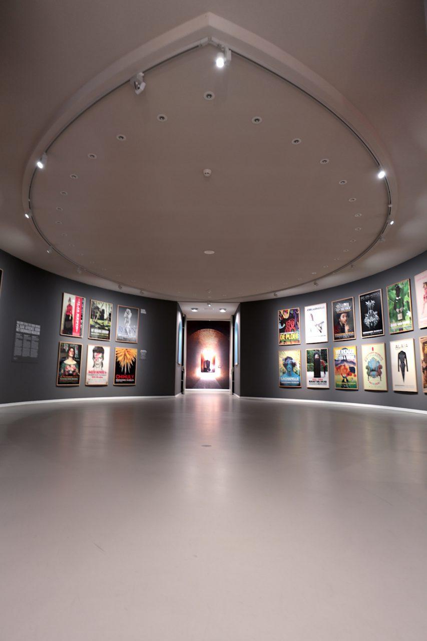 Groninger Museum. Dazu kommen die unterschiedlichen Sammlungen und Themenbereiche mit entsprechender Gestaltung und (Licht)Atmosphäre. Die Architektur und die Dauer- und Sonderausstellungen erfordern Zeit und Muße und sind im Zusammenspiel ein Erlebnis.