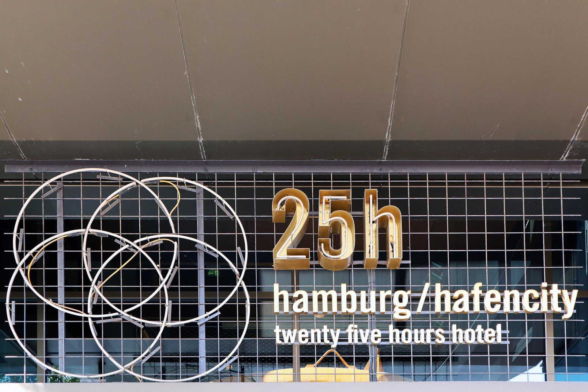 25hours Hotel Hafencity. Im Überseequartier der Hafencity. U-Bahnhof: Überseequartier der Linie U4.