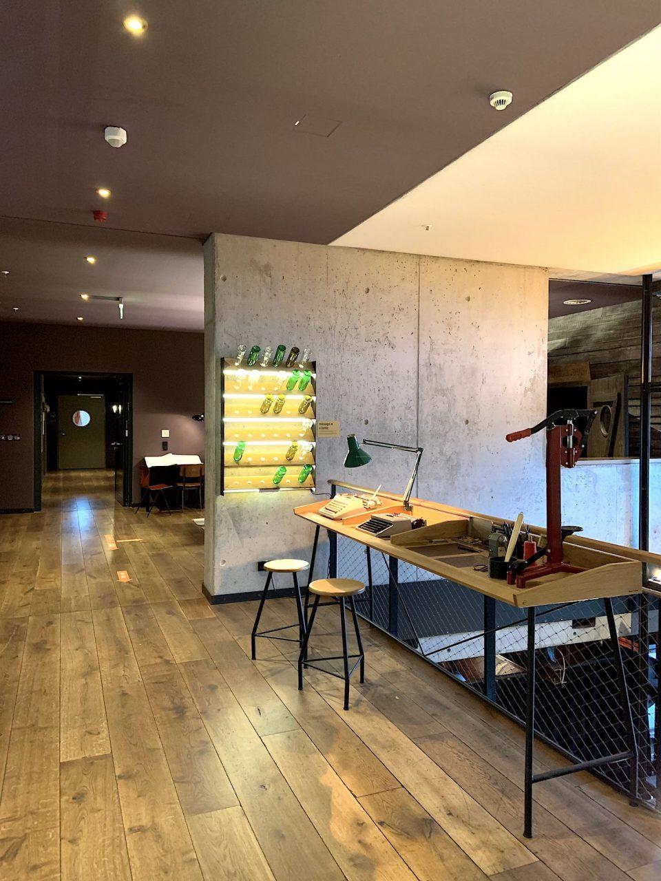 25hours Hotel Hafencity. ... sich mit den Kontrasten von Hafen und Meer, von Heimweh und Fernweh auseinanderzusetzen.