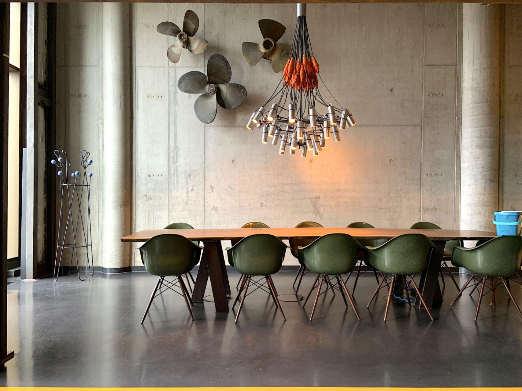 25hours Hotel Hafencity. Hafen, Elbe und Industrieerbe inspirierten die Macher des Hauses ...