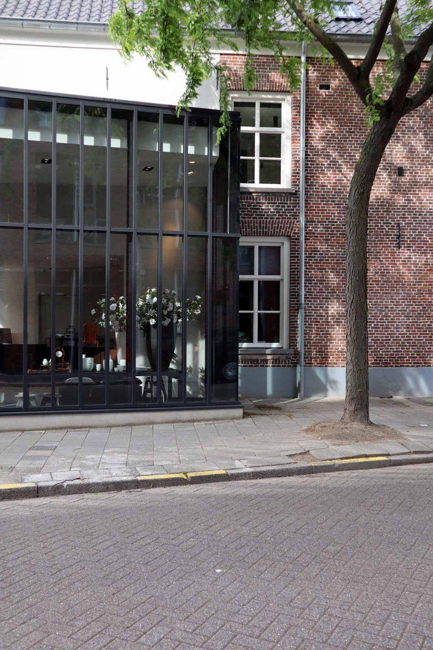 Kazerne. 2019 eröffnete das Hybrid-Hotel in einem historischen Gebäudeensemble mit punktuellen Erweiterungen.