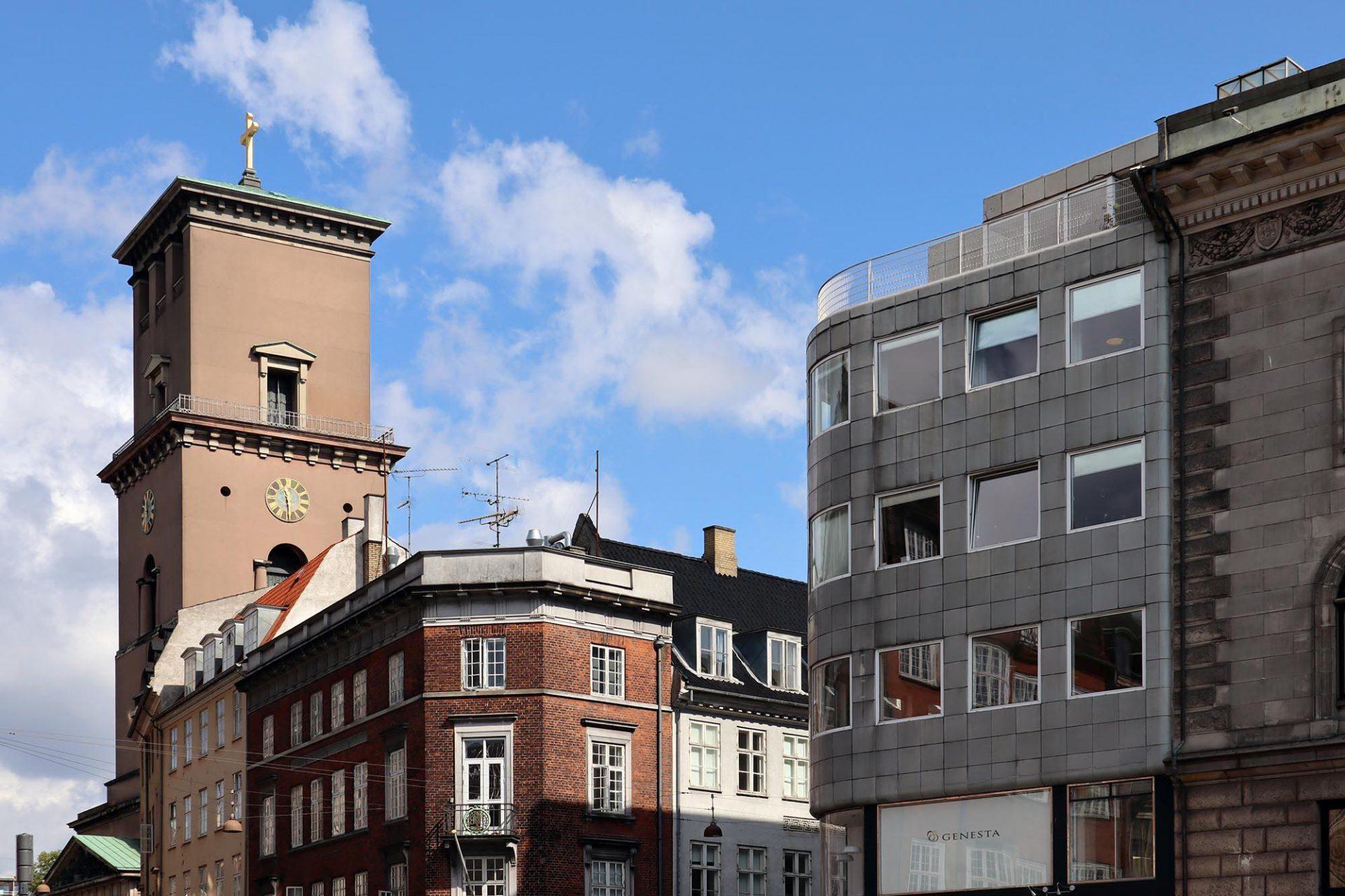 Stelling Haus. Gunnar Asplund (1885–1940) war ein schwedischer Architekt und Vertreter der skandinavischen, klassizistisch geprägten Moderne, der Jacobsen als Vorbild diente. Dessen Entwurf für das Rathaus von Göteburg nahm er als Inspiration für seine Idee für das Stelling Haus.