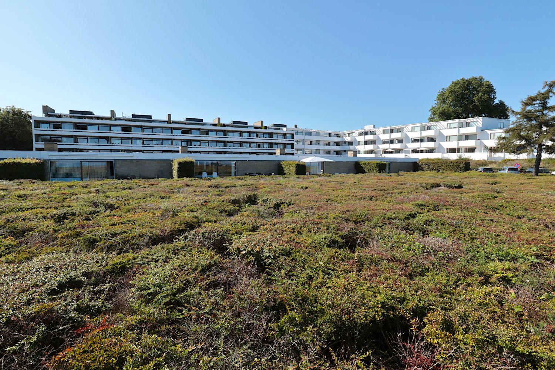Bellavista Wohnanlage. Die Verwaltung von Gentofte ließ das Areal zu einem Seebad ausbauen mit der Landschaftsarchitektur von Carl Theodor Sørensen (1893–1979) als einem wichtigen Punkt in der Gesamtgestaltung.