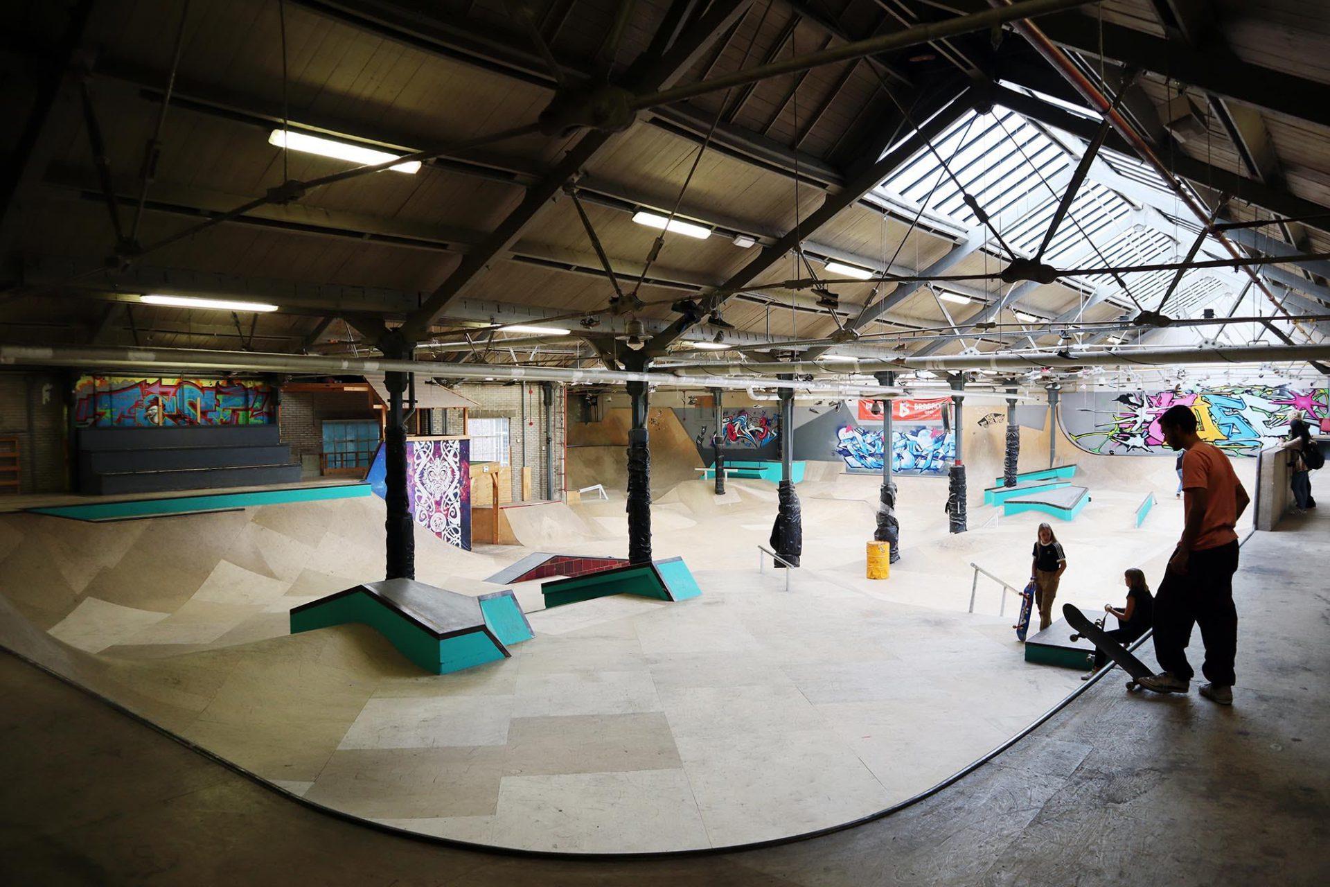 Spoorzone. In den ehemaligen Hallen entstand unter anderem ein Skatepark.