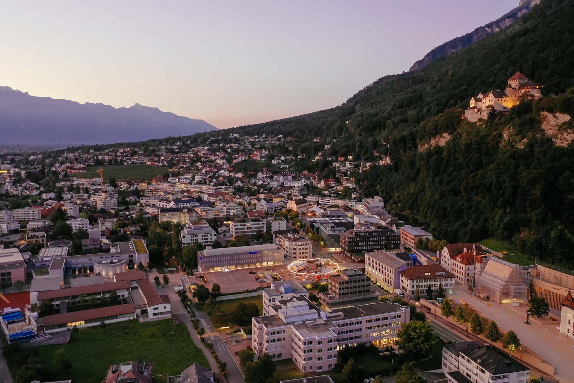 Base Camp: Vadozner Huus. Die Universität Liechtenstein, an der Architekt Martin Mackowitz lehrt, initiierte mit weiteren Partnern ...