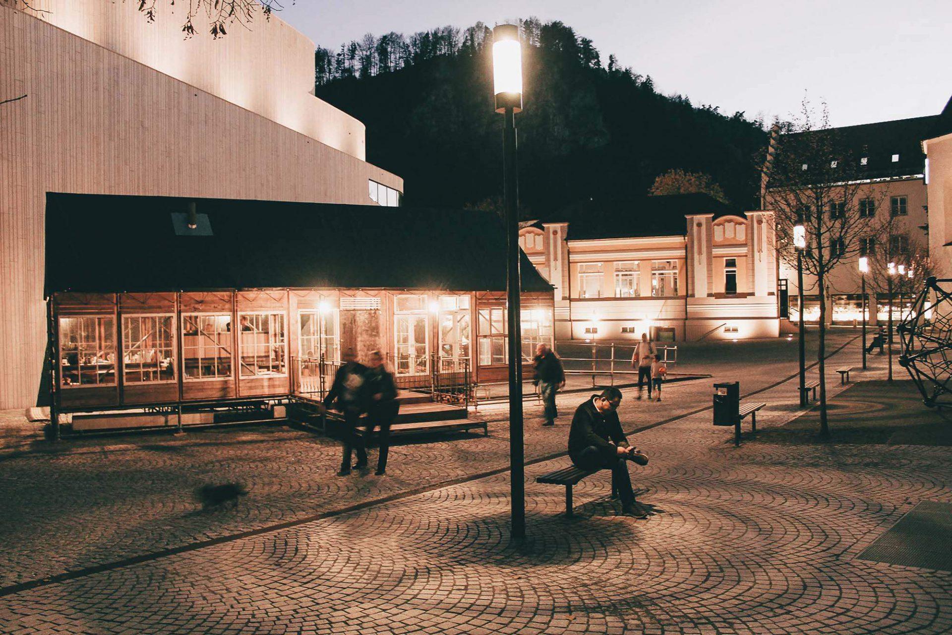 """Feldhotel in Feldkirch. Eine urbane Intervention von Martin Mackowitz, dessen Arbeit mit räumlichen """"Akupunkturpunkten"""" beschrieben werden kann –also Plätze, Orte, Bauten mit Potential."""