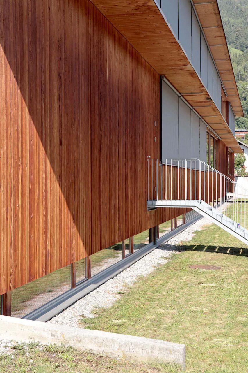 Gemeindezentrum Ludesch. Es entstand als ökologisches Musterprojekt im Rahmen eines Bürgerbeteiligungsprozesses, in das das Büro Hermann Kaufmann bereits zu einem sehr frühen Zeitpunkt im Jahr 2000 eingebunden wurde.