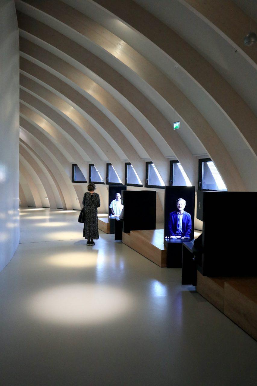 La Cité du Vin. Die interaktive Ausstellung mit audiovisuellen Reisen durch Zeit und Raum bildet, verbindet, macht Spaß ...