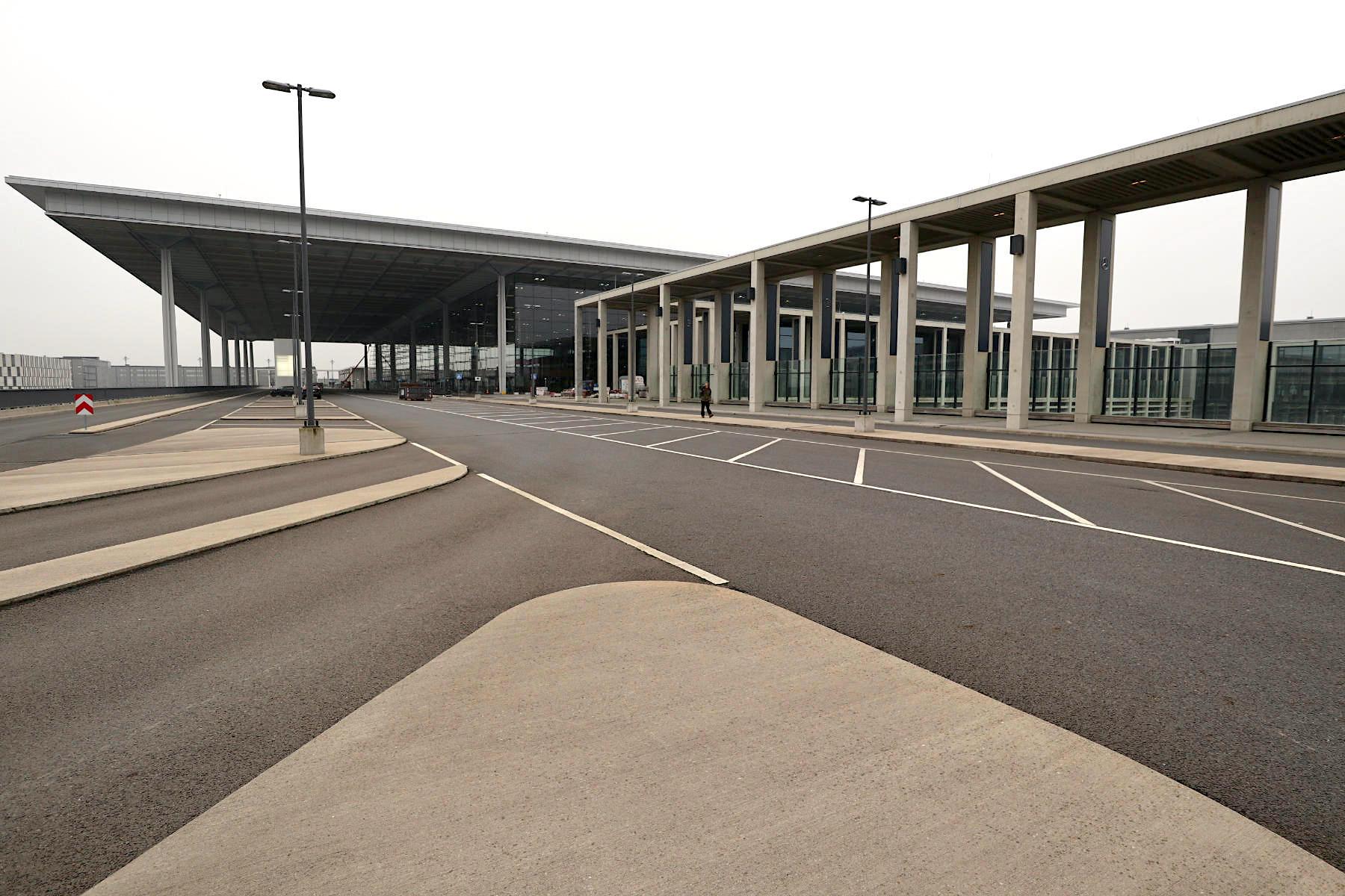 Flughafen Berlin Brandenburg BER. Entwurf: Gerkan, Marg und Partner (gmp) mit JSP. Fertigstellung (voraussichtlich): 2020.