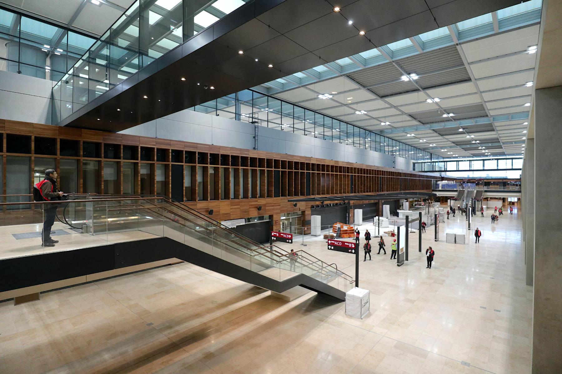 Flughafen Berlin Brandenburg BER. Am Mainpier mit einer Länge von 715 Meter.