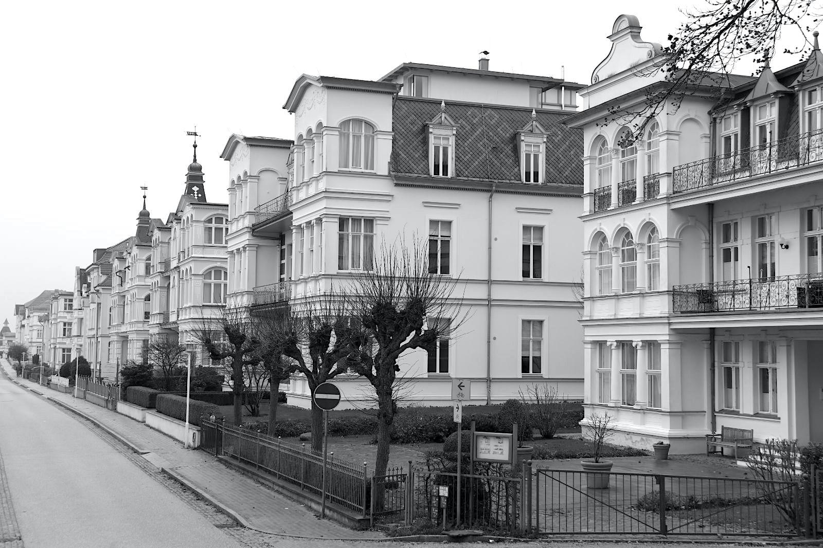 Bansin. Die Villenreihe der Bergstraße ist eine der längsten zusammenhängenden Ensembles der Bäderarchitektur.