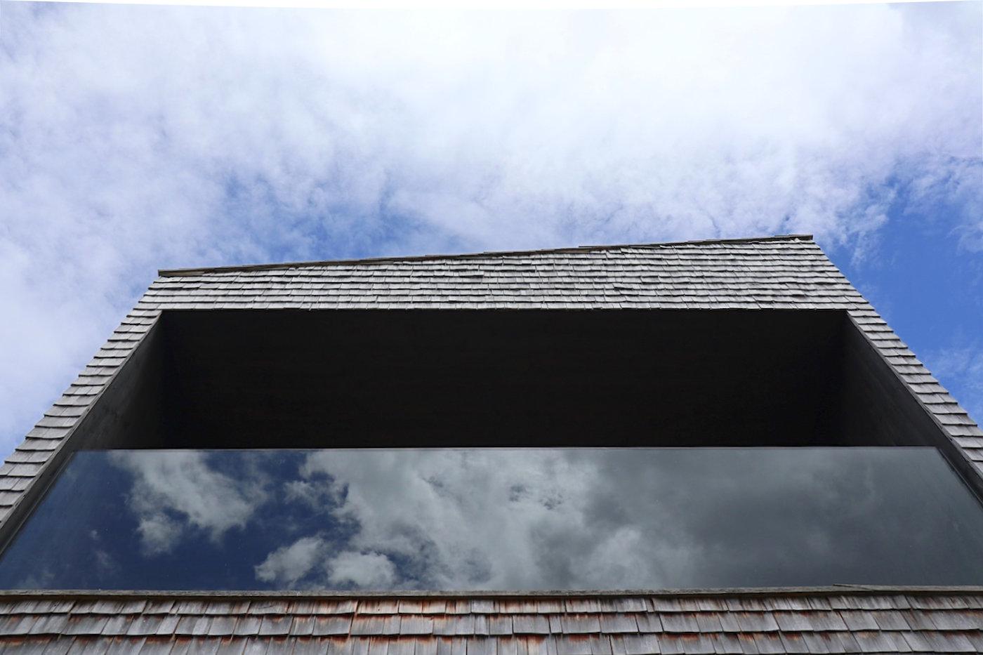"""BUS:STOP. Entwurf: Rintala Eggertsson Architects. Die Erneuerung einiger """"Buswartehüsle"""" war der Anlass für eines der ungewöhnlichsten Architekturprojekte in Österreich. Sieben international renommierte Architekturbüros entwarfen spektakuläre Bushaltestellen, meisterhaft von den Handwerkern des Bregenzerwaldes umgesetzt."""