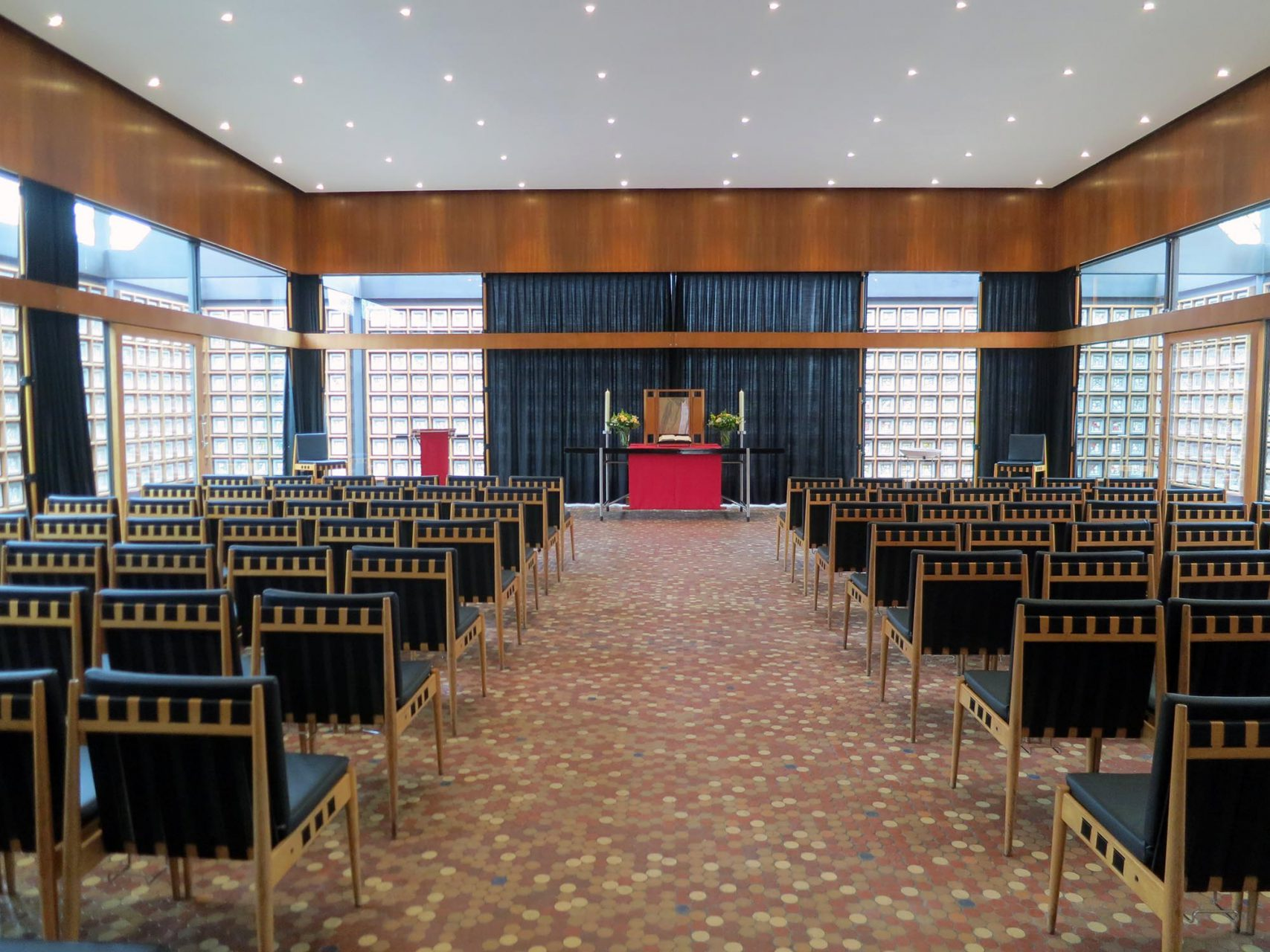 Kaiser-Wilhelm-Gedächtnis-Kirche. Blick auf den Altar nach der Instandsetzung