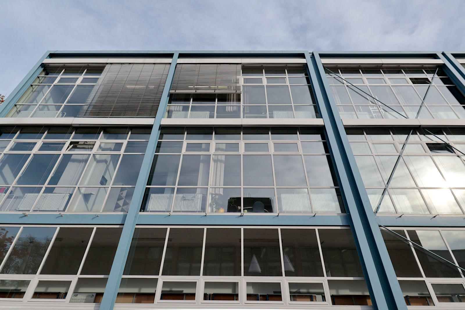 Versuchskraftwerk der Technischen Hochschule Karlsruhe. ... wärmetechnischen Untersuchungen an Teilen von Kraftanlagen. Farben sind ein weiteres wichtiges Merkmal.