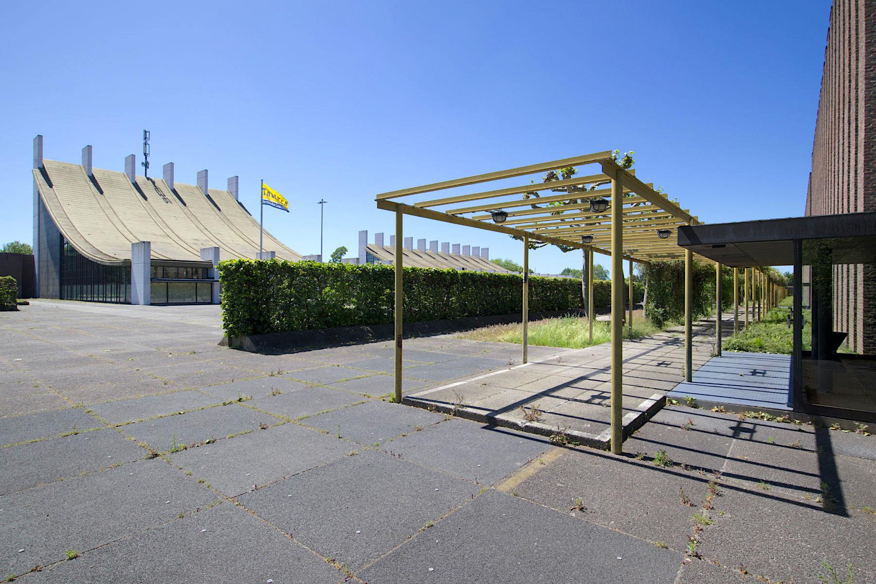 Forum Castrop-Rauxel. Entwurf: Arne Jacobsen und Otto Weitling. Fertigstellung durch Dissing+Weitling: 1976.