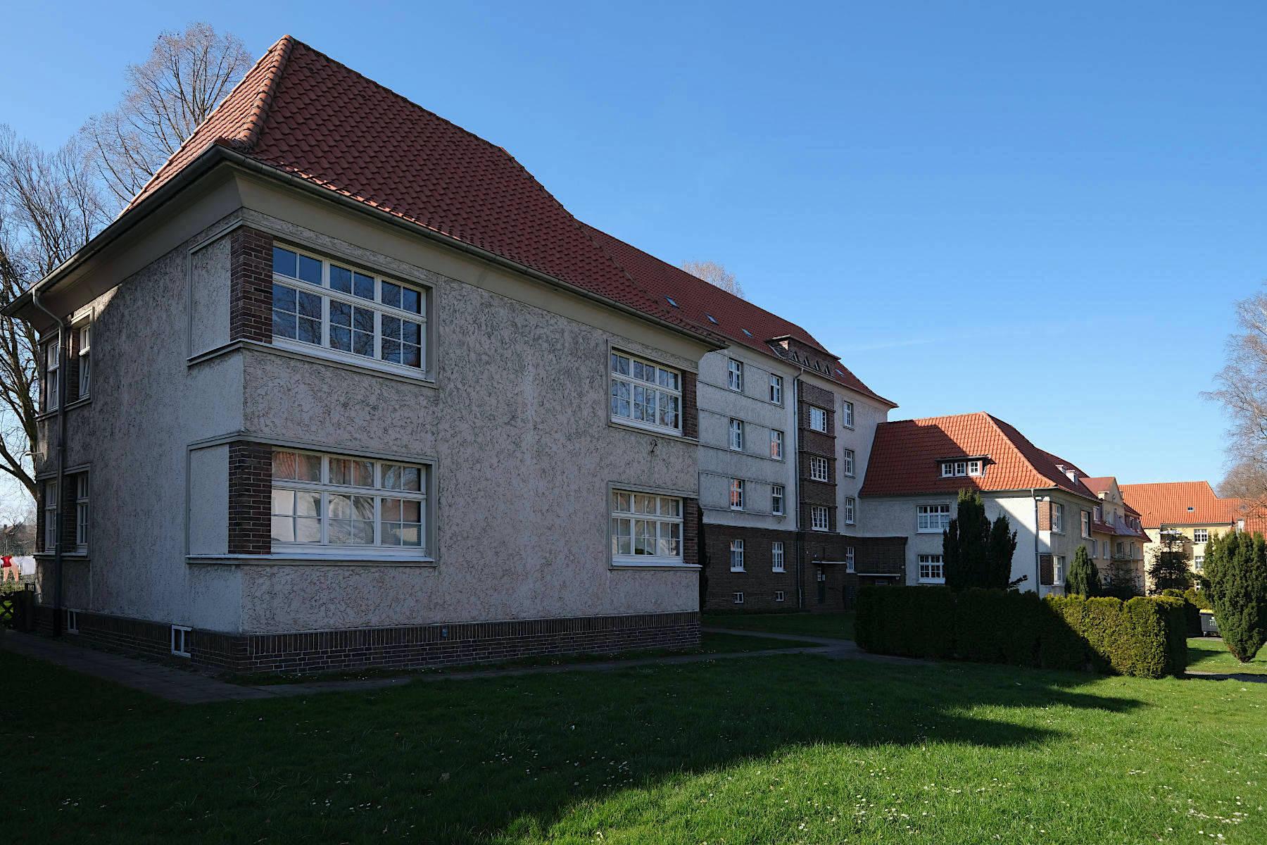 """Siedlung Im Siekerfelde. Das """"Arbeiterschloss"""" An der Krücke Nr. 27 bis 33 ist das auffälligste Bauwerk der Arbeitersiedlung."""