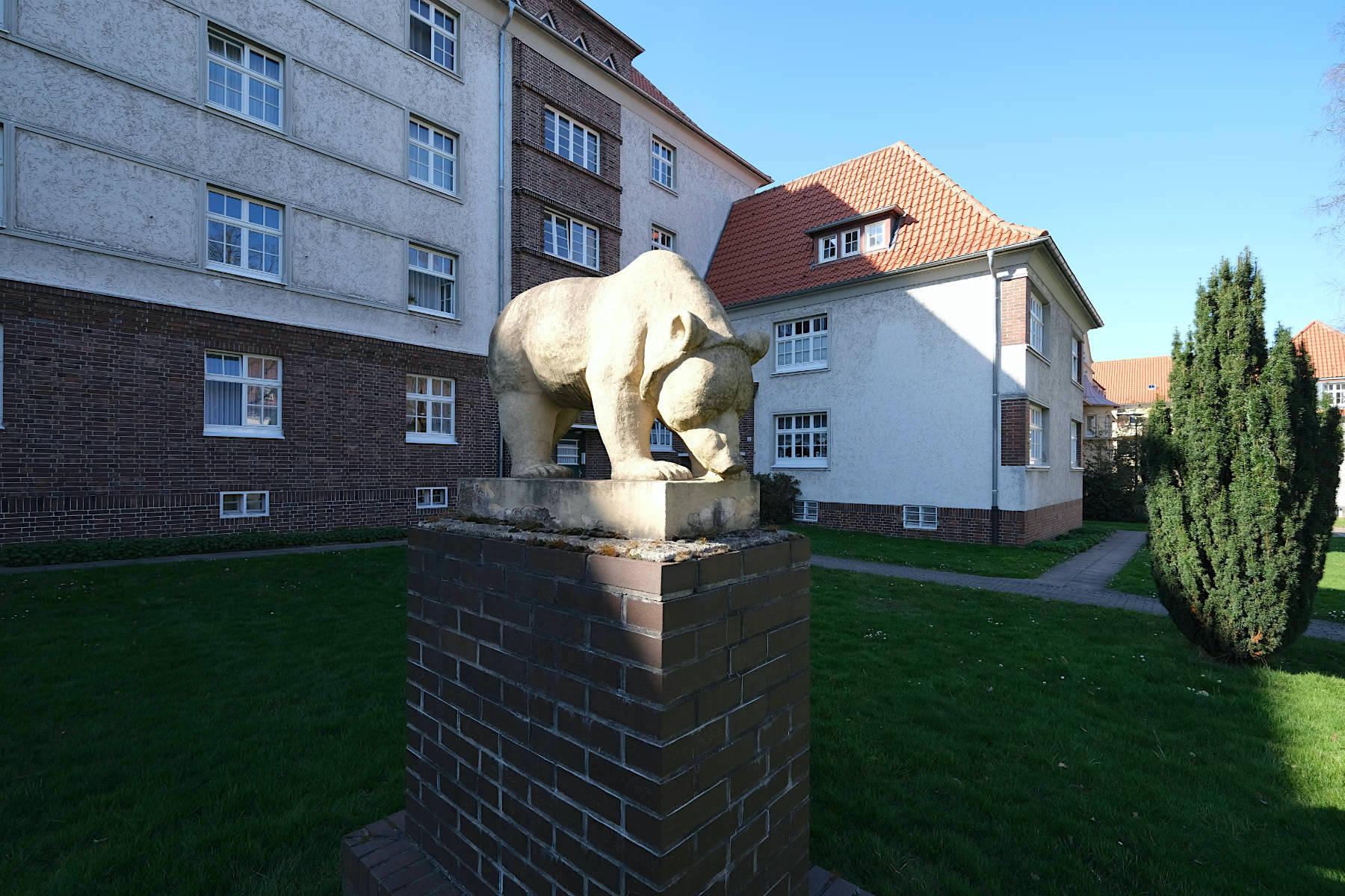Siedlung Im Siekerfelde. Der Bär als Symbol der Stärke der Arbeiterschaft und der Baugenossenschaft Freie Scholle.