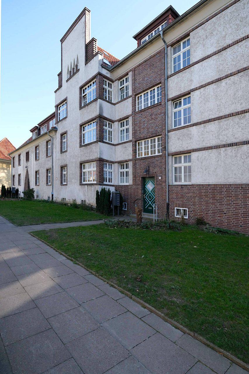 """Siedlung Im Siekerfelde. Was mit der Turnhalle Ost in der Bleichstraße begann, führte schließlich zu der Baukunst von Gustav Vogt –wie hier an der Straße """"Im Siekerfelde""""."""