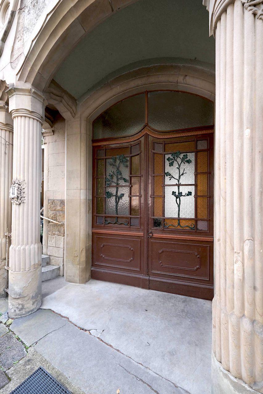 Karlsruher Jugendstil. Das Wohnhaus mit floralem Eingangsbereich in der Yorkstraße 41 wurde 1904 von Ludwig Trunzer errichtet.