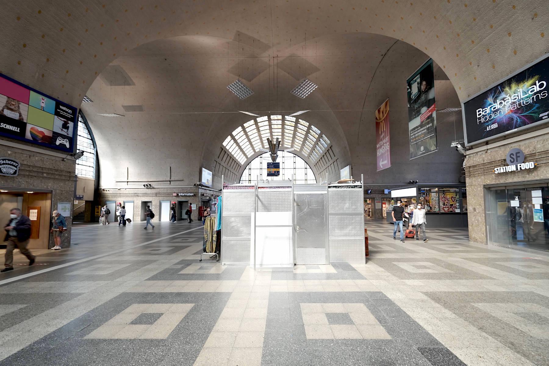 Hauptbahnhof. Die imposante Haupthalle weist sowohl klassizistische als auch Merkmale des Jugendstils auf.