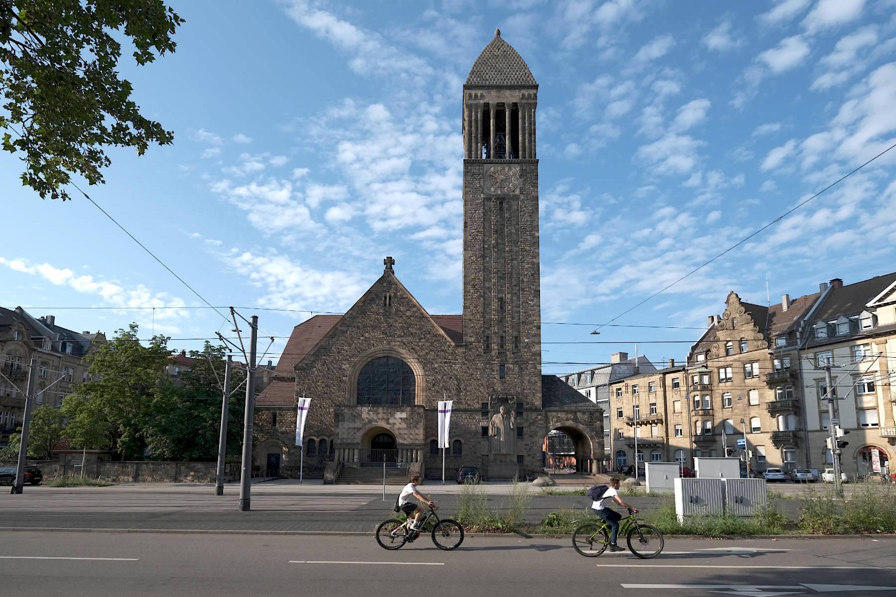 Lutherkirche. In der Oststadt realisierten die beiden eine kubisch angelegte Großform ...