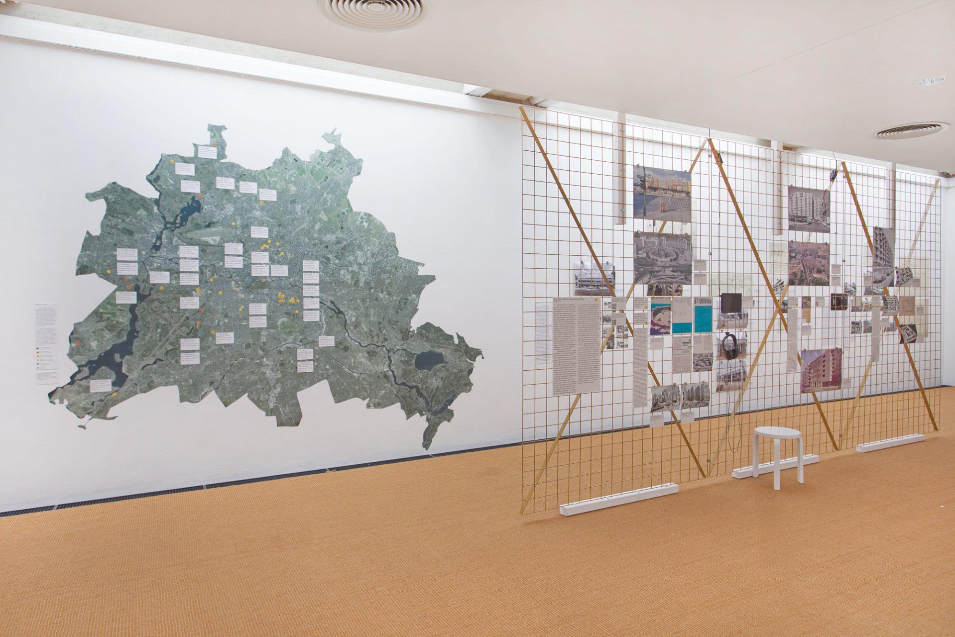 Installationsansicht Werner Düttmann. Berlin. Bau. Werk, Brücke-Museum, 2021.