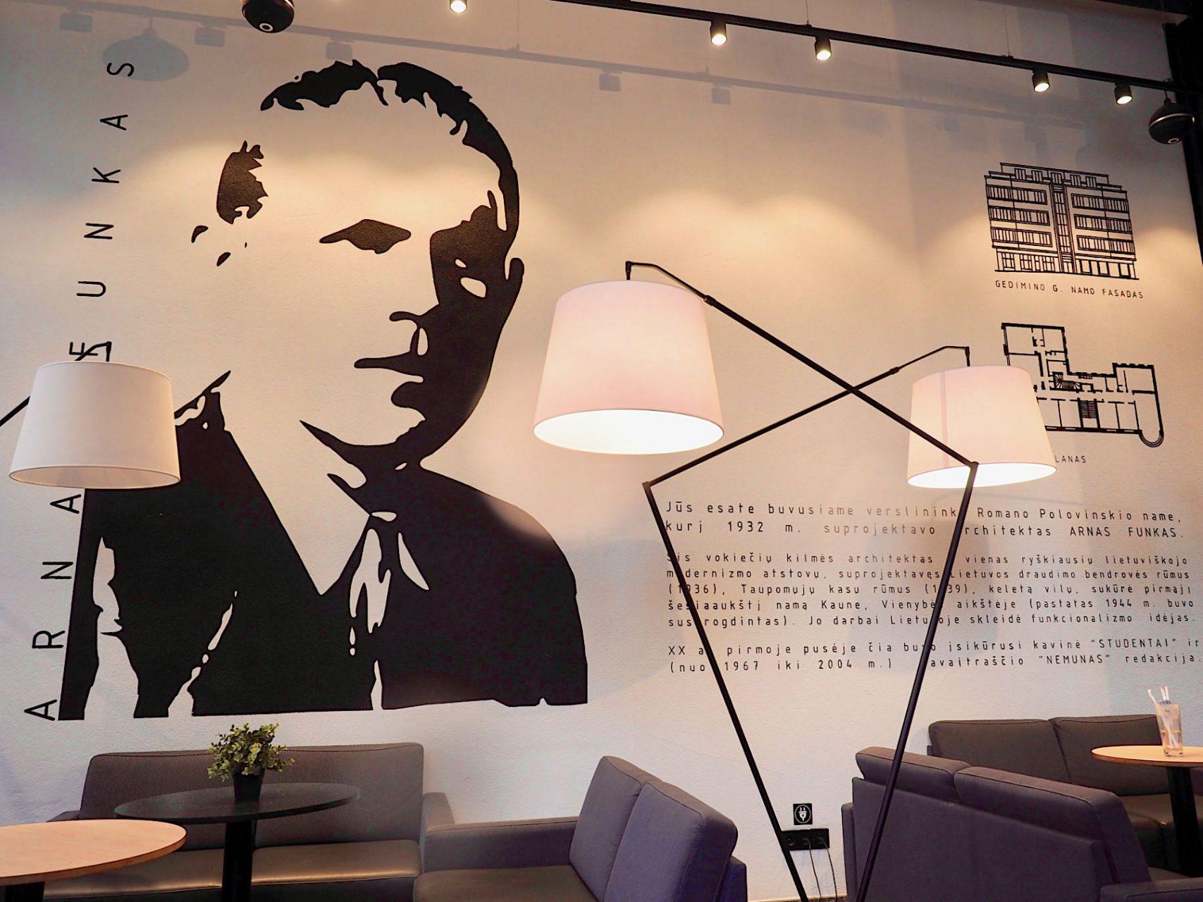 Lob des Baumeisters.. Das Café im Erdgeschoss des Polovinskas-Gebäudes würdigt den Architekten Funkas.